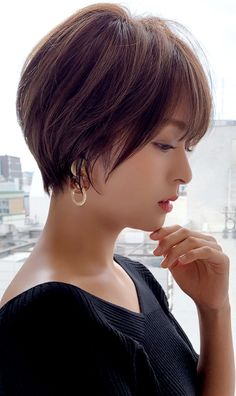 Japanese Short Hair, Asian Short Hair, Asian Hair, Short Hair Cuts For Women, Short Hairstyles For Women, Cool Hairstyles, Short Hair Styles, Hair Color Asian, Japanese Beauty