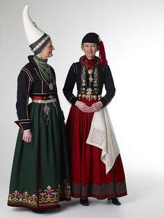 Íslenski þjóðbúningurinn - 18. aldar faldbúningur  18th century Icelandic costume. Wants it.