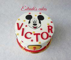 Estrade's cakes: tarta de Mickey Mousse para un cumpleaños. Bizcocho red velvet…