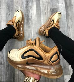 Nike Air Max 720 Club Gold Wheat Black - Funny Tutorial and Ideas Reebok, Sneaker Collection, Cute Sneakers, Sneakers Nike, Most Popular Nike Shoes, Souliers Nike, Moda Nike, Sneaker Trend, Sneaker Store