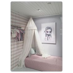 Guestbed in the babygirl room