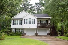 152 Sherwood Drive Manteo, NC 27954 $279,000 Beds: 4 Baths: 3 Sq. Ft.: 1,884 Call Beth Twyne at at 252-473-4272 at Carolina Dunes Real Estate www.carolinadunesrealestate.com