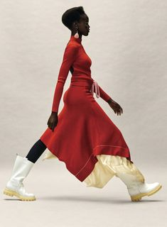 """The fantastic Adut Akech dons a few beautiful poses as she gets photographed by Josh Olins in """"Practical Magic"""" for Vogue US January 2019 High Fashion Poses, Fashion Model Poses, Fashion Models, Foto Fashion, Vogue Fashion, New Fashion, Trendy Fashion, Africa Fashion, Haute Couture Style"""