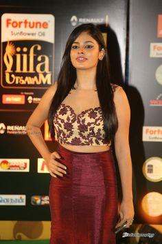Nanditha-Swetha South Indian Actress, Beautiful Indian Actress, Kurti Sleeves Design, Mod Dress, Sleeve Designs, Red Lips, Indian Beauty, Indian Actresses, High Waisted Skirt