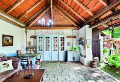 Chalupa pro romantiky i dříče | Chatař & Chalupář Pergola, Outdoor Structures, Cabin, Live, Garden, Home Decor, Country Houses, Garten, Decoration Home