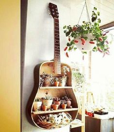 DIY Floating Shelves Ideas - Floating shelves are alternative to fill the empty space in a small room. In general, it is similar to regular shelves, Diy Crafts For Bedroom, Diy Home Decor Projects, Home Crafts, Decor Ideas, Decorating Ideas, Diwali, Reclaimed Wood Floating Shelves, Floating Shelves Diy, Repurposed Furniture
