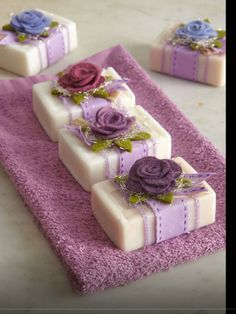Raindrops And Roses: Photo - Diy Crafts - hadido Raindrops And Roses, Soap Packaging, Packaging Ideas, Pretty Packaging, Soap Recipes, Home Made Soap, Handmade Soaps, Soap Making, Diy And Crafts