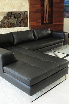 Mi Sala: Tengo sofas de cuero en mi sala.