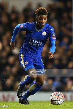 demarai-gray-of-leicester-city-runs-with-the-ball-during-the-emirates-picture-id504327382 (681×1024)