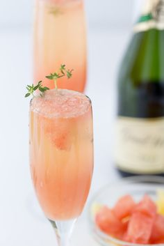 A refreshing winter mimosa, this Grapefruit Mimosa recipe is perfect for any weekend brunch with freshly squeezed grapefruit juice and fresh herbs.: