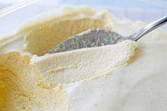 Perfektes Dessert mit dem blühenden Holunder: ein leichtes Holundermousse