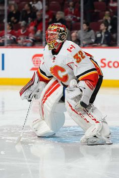MONTREAL, QC - MARCH 20: Goaltender Niklas Backstrom #32 of the Calgary Flames protects his net during the NHL game against the Montreal Canadiens at the Bell Centre on March 20, 2016 in Montreal, Quebec, Canada. The Calgary Flames defeated the Montreal Canadiens 4-1. (Photo by Minas Panagiotakis/Getty Images)
