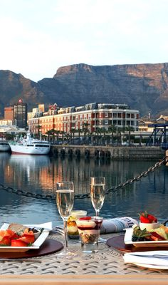 Victoria & Alfred Hotel ( Cape Town, South Africa ) In the heart of Cape Town's V Waterfront, this grand hotel overlooks Table Mountain. Places To Travel, Places To Go, Cape Town Hotels, Garden Route, Table Mountain, All Inclusive Resorts, Most Beautiful Cities, Travel Photos, South Africa