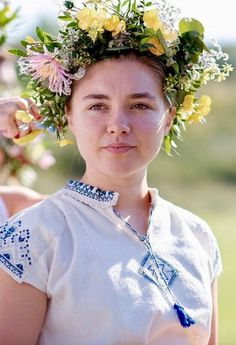 Florence Pugh as Dani in Midsommar Pretty People, Beautiful People, Florence Pugh, English Actresses, Movie Costumes, Halloween Cosplay, Film Stills, Celebs, Celebrities