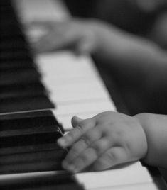 Mit dem Kurs wirst du Klavierspielen lernen können und das mit Spaß und Erfolg. Lerne heute noch Klavierspielen. #klavierwohnzimmer #klaviernotenanfänger #klavierdekorieren #klavierspielenlernen #klaviernoten #klavierzimmer #piano #lalaland #musik #music #kostenlos #erfolg #kostenlos #Klavierspielenlernenalsanfänger #klavierspielenanfäger #beethoven #iphone #mozart #bücher #2021 #2022 #klavierbilder #bilder #pianoaesthetic #aesthetic #pianowallpaper #wallpaper #pianoanime #anime #pianonotes Piano Photography, Children Photography, Food Photography, Music Pictures, Baby Pictures, Playing Piano, Kids Playing, I Love Music, Music Is Life