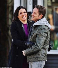 Sean Maguire and Jennifer Morrison film Once Upon A Time season finale Abc Tv Shows, Best Tv Shows, Best Shows Ever, Movies And Tv Shows, Once Upon A Time, Robin And Regina, Sean Maguire, Ouat Cast, Outlaw Queen