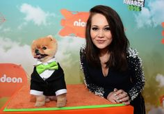 Kelli Berglund Photos - Jiff (L) and actress Kelli Berglund attend Nickelodeon's 2016 Kids' Choice Awards at The Forum on March 12, 2016 in Inglewood, California. - Nickelodeon's 2016 Kids' Choice Awards - Red Carpet