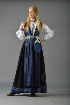Norske Bunader - Sognebunad | Dame Traditional Fashion, Traditional Dresses, Norwegian Clothing, Scandinavian Fashion, Folk Costume, Historical Clothing, Fashion History, Costume Design, Pretty Outfits
