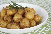 Garlic-Rosemary Roasted Baby Potatoes from Our Best Bites--I've got the perfect baby potatoes for this. Potato Recipes, Fish Recipes, Beef Recipes, Chicken Recipes, Family Recipes, Yummy Recipes, Dinner Recipes, Roasted Fingerling Potatoes, Rosemary Potatoes