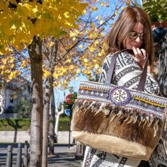 SHOPING-BAG-BOHO-CHIC-BOLSO-BOHEMIAN-BAG-Shoping bag, boho, chic, fabricado en piel, plumas y apliacaciones tutchi diseñado por yolanda f aguilera hippie, bohemian bag, bolso hippie gypsy.  Complementos, fabricado en España #loliteando HIPPIE-GYPSY-INDI-BOLSOS