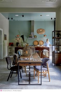 Big eat-in kitchens work lots of open space are my favorite. Everybody ends up i. Style At Home, Casa Loft, Living Spaces, Living Room, Eat In Kitchen, Room Inspiration, Home Kitchens, Kitchen Remodel, Kitchen Design