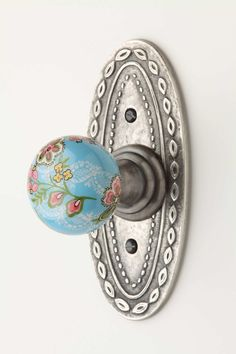 Give me alllll of the detailed knockers and doorknobs Old Door Knobs, Door Knobs And Knockers, Glass Door Knobs, Knobs And Handles, Knobs And Pulls, Door Handles, Decorative Door Knobs, Drawer Pulls, Cool Doors