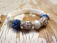 Katya_dyzajn / AKCIA! elegantný náramok s korálkami (s modrými bočnými korálkami)