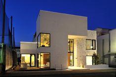 専門家:株式会社ウィズ・ワンが手掛けた、夜の外観(自然素材の家 駒沢モデル)の詳細ページ。新築戸建、リフォーム、リノベーションの事例多数、SUVACO(スバコ)