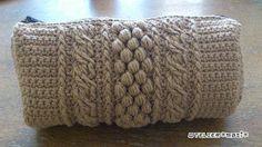 【編み図付き】ボッブルと縄編みのかぎ針ポーチ