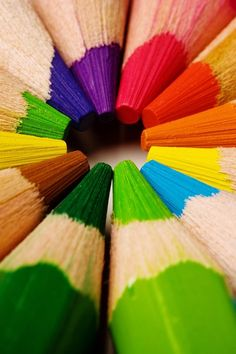 tip of pencil crayon Colors Of The World, All The Colors, Bright Colors, Happy Colors, True Colors, Image Crayon, Macro Fotografie, Coloured Pencils, Coloured Pencil Drawings