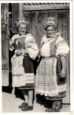 Pohorela Folklore, Old Photos, Rage, Culture, Traditional, Statue, Costumes, London, Explore