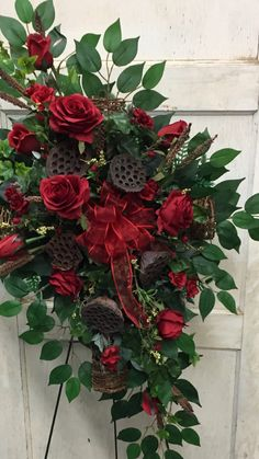 Funeral, Ideas Para, Christmas Wreaths, Holiday Decor, Home Decor, Flower Arrangements, Centre, Weddings, Decoration Home