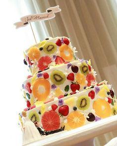フルーツが断面・側面にトッピングされたウェディングケーキ5選 | marry[マリー]