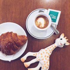 Caffè macchiato & apricot marmalade criossant #BreakfastWithSophie // @breakfastwithsophie by @allafiorentina