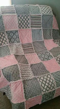Cotton and minky. By Natasha Beckwith of … - Quilt Decor - Throw size rag quilt. Cotton and minky. By Natasha Beckwith of Throw size rag qu - Baby Rag Quilts, Flannel Rag Quilts, Girls Quilts, Girls Rag Quilt, Quilting Projects, Sewing Projects, Quilting Ideas, Rag Quilt Patterns, Crochet Quilt