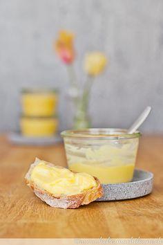 Orange Curd {zum reinlegen lecker} - Jenny L. Lemon Curd Thermomix, Thermomix Desserts, Healthy Eating Tips, Healthy Nutrition, Chutneys, Toast Noel, Vegetable Drinks, Food Menu, Cake
