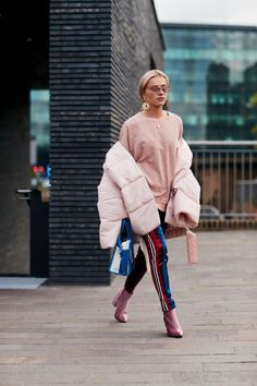 A Gucci Fanny Pack Proved to Be the 'It' Bag of London Fashion Week - Fashionista #streetstylefashion,