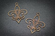 6 Breast Cancer awareness charm fleur di lis Vintage Style Antique Bronze Altered Art  finding-