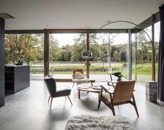 moderne villa met groot hoekraam