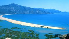 It is the Dalyan River In Turkey, and İztuzu Beach is that sandy area between fresh and salty water.