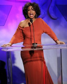 Oprah Winfrey during Annual Carousel Of Hope Gala Presented By. Dark Autumn, Oprah Winfrey, Beautiful Black Women, Beautiful People, Fashion Cv, White Shirt And Blue Jeans, Beverly Hills, Chabby Chic, Maxi Outfits
