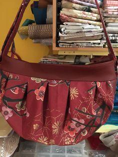 Sac Cancan en simili rouge et imprimé japonais cousu par Maryvonne - Patron Sacôtin