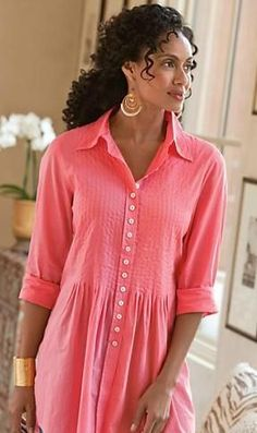 Pretty for spring or summer travel, especially on a cruise. Love the color.