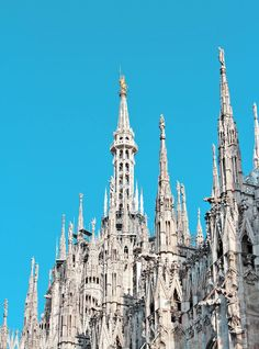 Great itinerary to visit Milan off the beaten path on your next trip to Italy, even if you don't have much time! Plan Your Trip, Where To Go, Italy Travel, Barcelona Cathedral, Travel Inspiration, Milan, Beautiful Places, Travel Photography, World