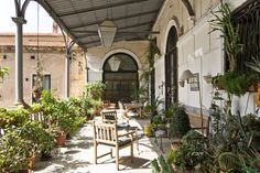 Logement entier à Palerme, IT. To travel with style, try a palatial experience of Palazzo Cattolica Art -Apartment!