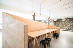 Pausenecke: translation missing: de.style.bürogebäude.industrial Bürogebäude von AGNES MORGUET Innenarchitektur & Design