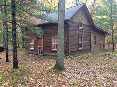 House in Brohman, United States. Johnson's Peace Lodge Enjoy a relaxing getaway at a log cabin in the woods away from the stress of everyday life. You'll find a peaceful place to restore your mind, body and soul in the Manistee National Forest. [Note: Linens are not provided.] Tw...