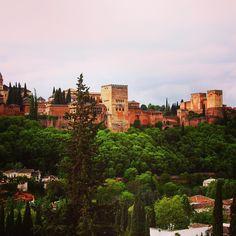 Alhambra de Granada!! Muy pronto en el blog os contamos a que hemos dedicado estos 2 días en la ciudad. #alhambra #granada #andalucia #weekend #travelblogger #viajes #travelphotography #picoftheday #mastintaenmipasaporte by mastintaenmipasaporte
