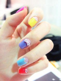 Estas estan bonitas, pero cuando tiene pedreria como que se traba la uña en cualquier lugar Colorful fruit color nail