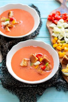 Gazpacho, la Ricetta originale del Gazpacho andaluso classico (facile!) Veggie Recipes, Appetizer Recipes, Snack Recipes, Veggie Food, My Favorite Food, Favorite Recipes, Gazpacho, A Food, Food And Drink